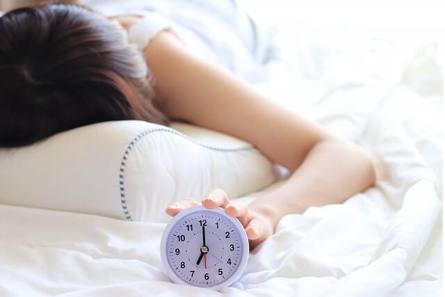 朝必ず起きる方法!強制的に起きる方法