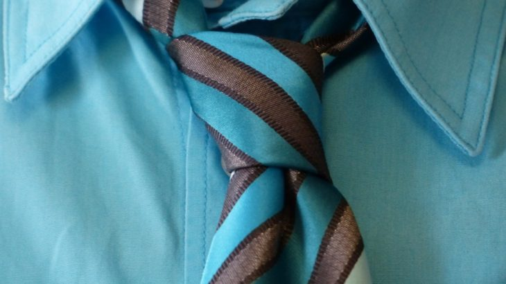 ネクタイの結び方はくぼみをつくろう そして色々な結び方